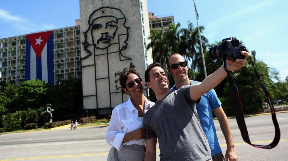 cuba tourists plaza revolucion